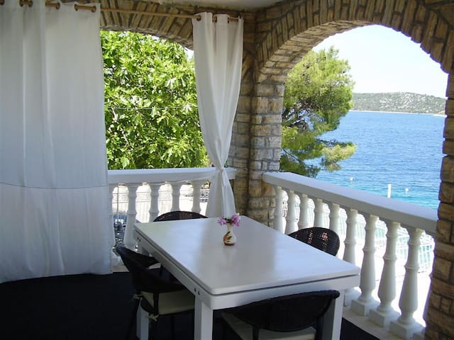Seafront apartment(4+1) with covered terrace - Grebaštica - Flat
