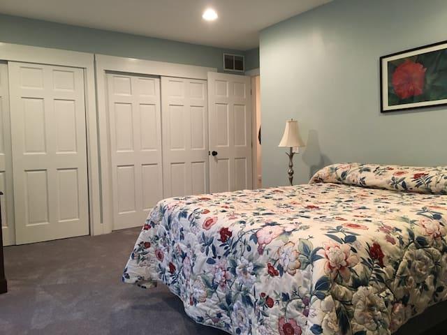 Sunbury Home With a View 3 - Sea Grass room