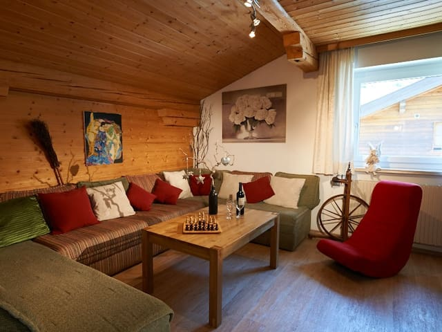 Central Authentic Austrian Chalet Apartment - Sankt Anton am Arlberg - Lomamökki