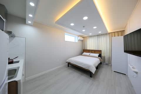 가족형 투룸(거실+침대방)화장실2개  [라라펜션] 대천해수욕장 도보3분