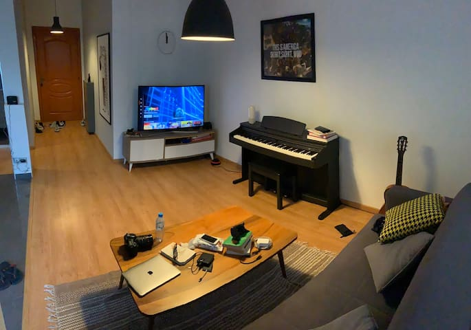 My place of inspiration ( piano / Netflix / relax)