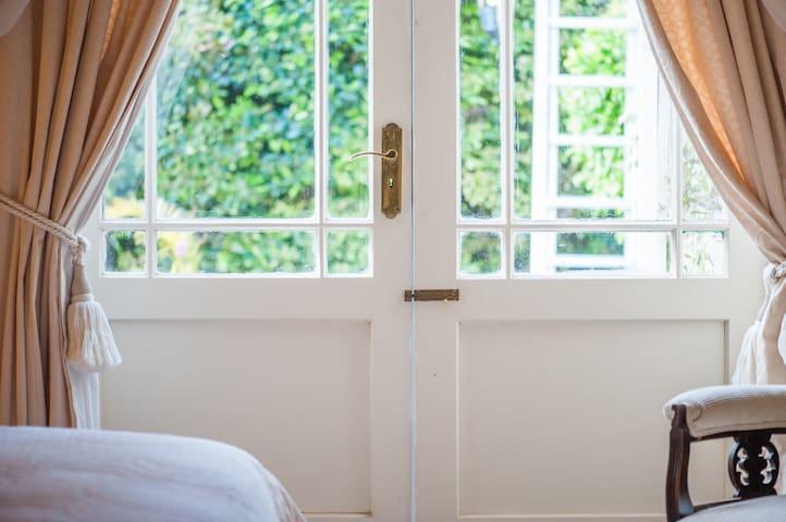 Connie's Cottages - Princess Room - Montagu - Apartment