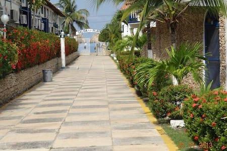 Conjunto cerrado frente al mar - Coveñas - Daire