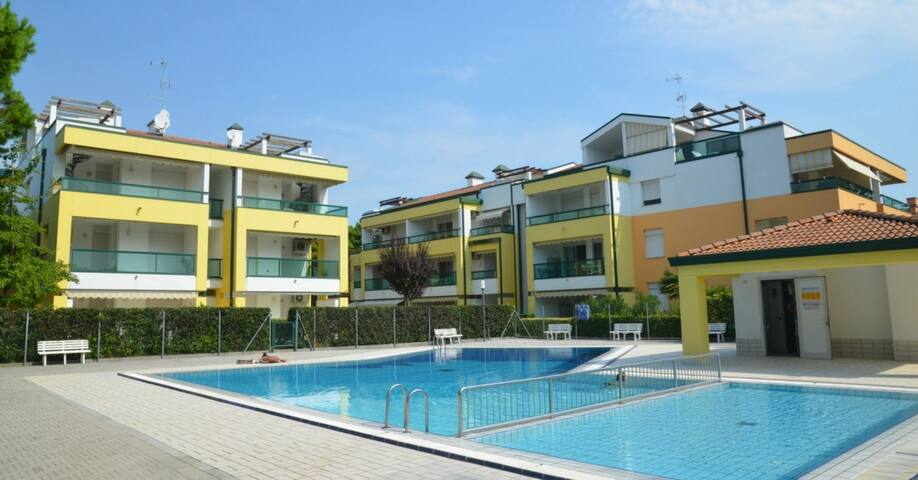 apt for 4+2 persons with pool in Bibione R38242