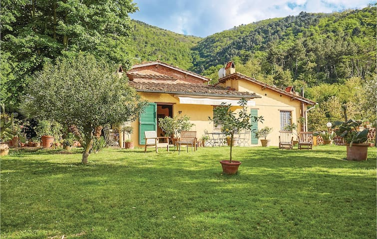 Semi-Detached with 3 bedrooms on 150m² in Lucca -LU-