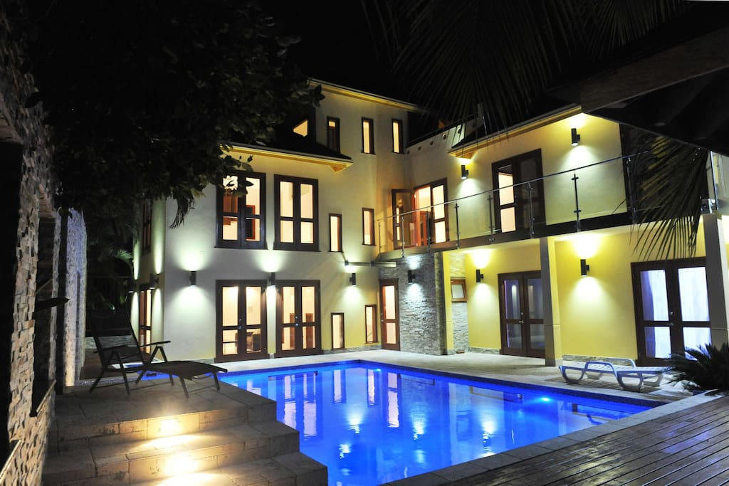 VILLA POOLDECK AT NIGHT