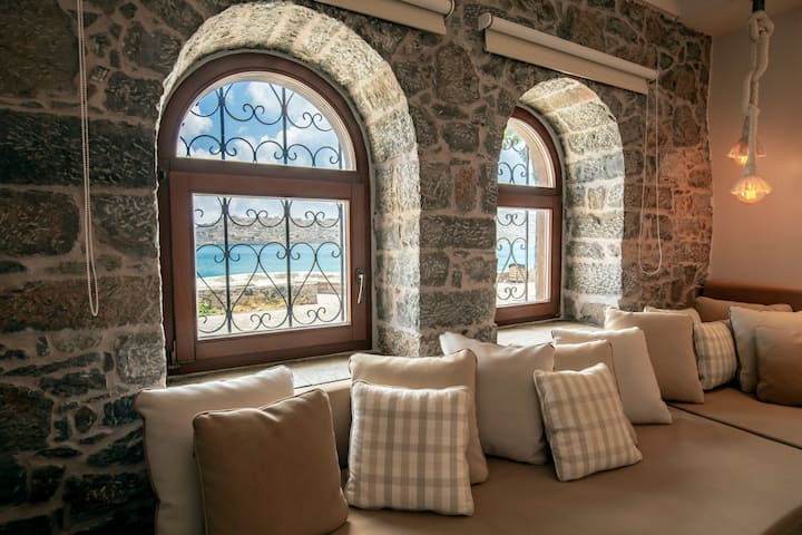 'ERONDAS' Stunning Seafront Apartment
