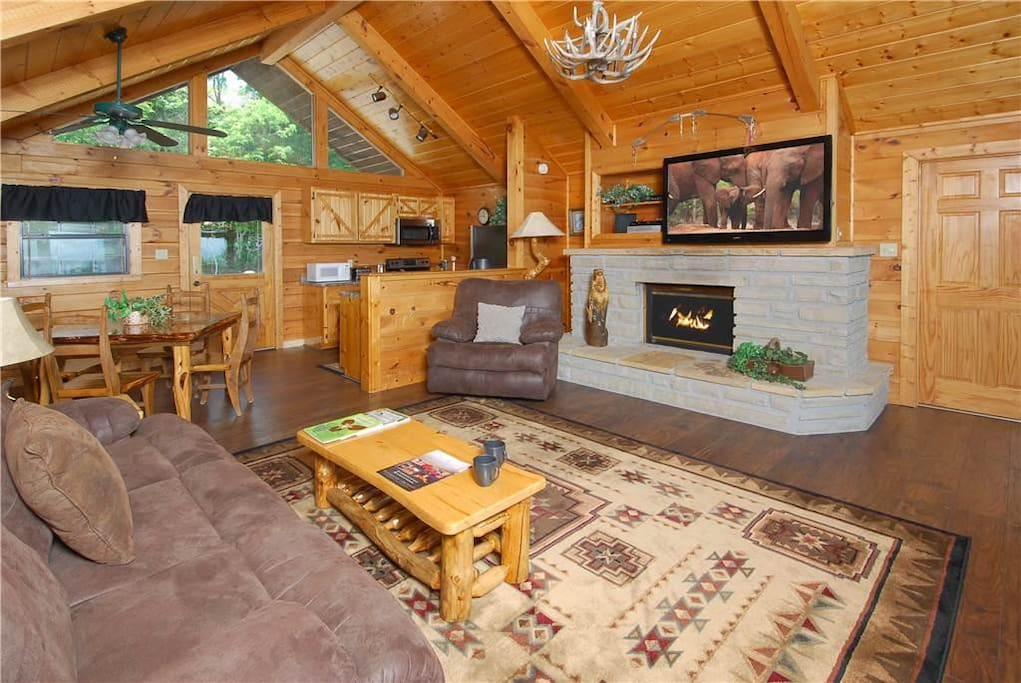 Eagles wings cabin cabins for rent in sevierville for Eagles ridge log cabin