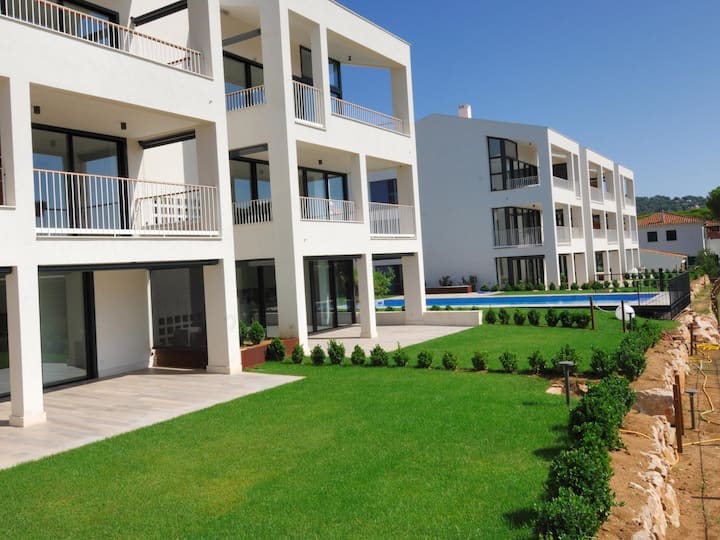 Fanastic apartment modern, with community swimming pool in Calella.