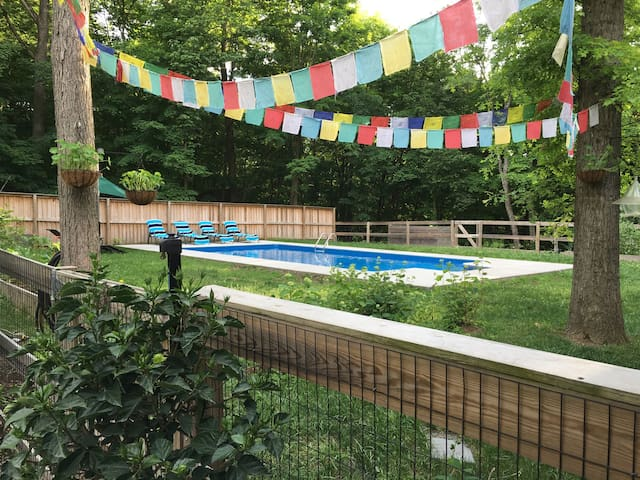 MID CENTURY MOD w/ INGROUND POOL - New Paltz
