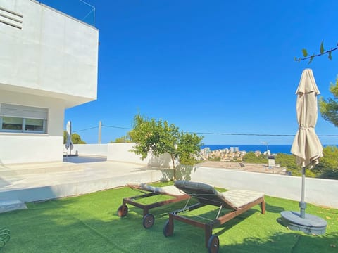 Home with spectacular sea views of Oropesa