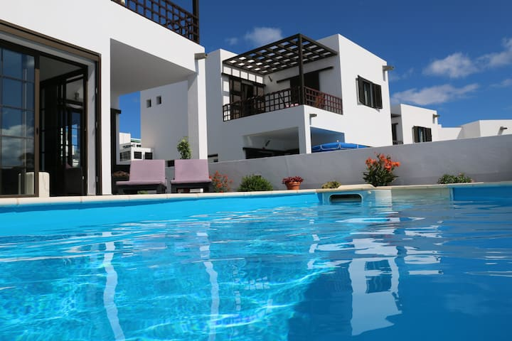 Amazing villa with pool and seaviews! - Teguise - Casa de camp