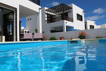 Amazing villa with pool and seaviews! - Teguise