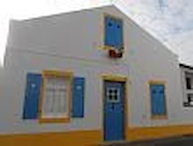 Moradia Rústica a 200m do Mar - Mosteiros - Дом