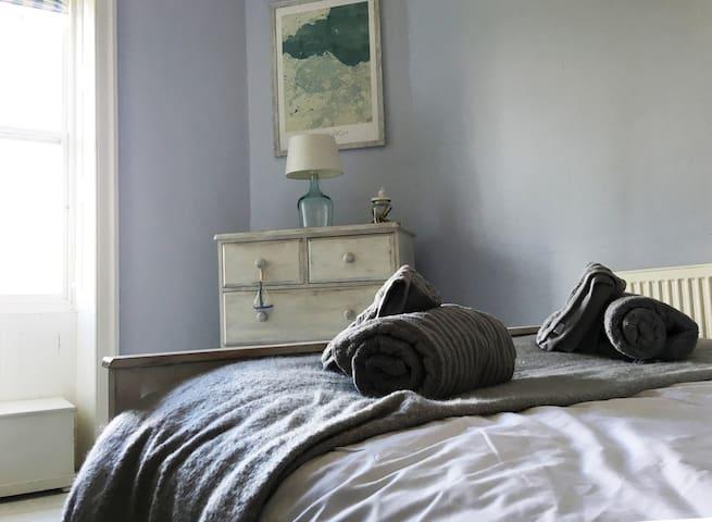 Stylish cosy flat, 10 minutes walk to Royal Mile