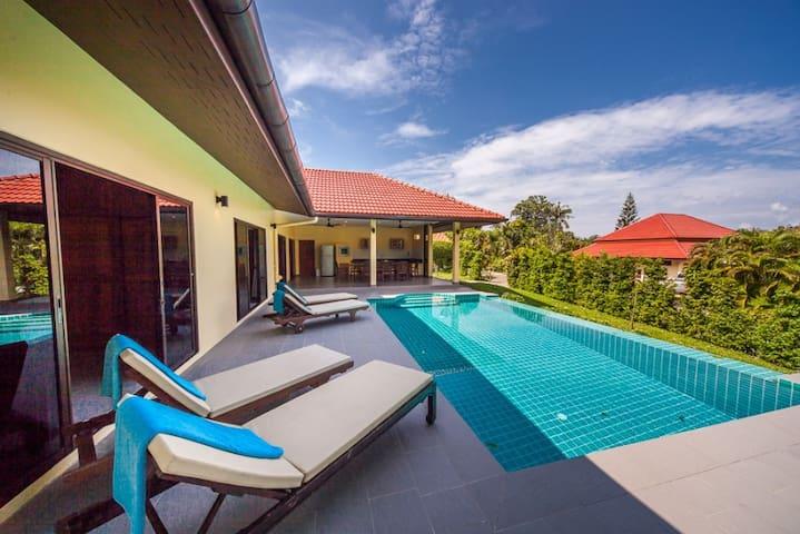 3 Bedroomed Villa Zanzibar - walk to beach