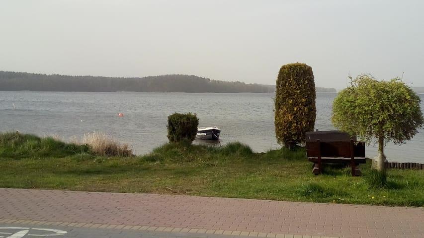 mieszkanko nad jeziorem