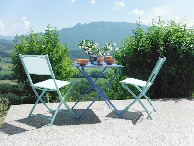 UNE TERRE AU GRAND AIR, Savoie et lacs à vos pieds