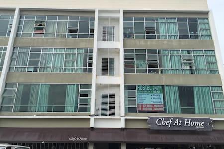 HOSTEL@LORONG GREEN 1 #BATU LINTANG - Kuching - Apartmen