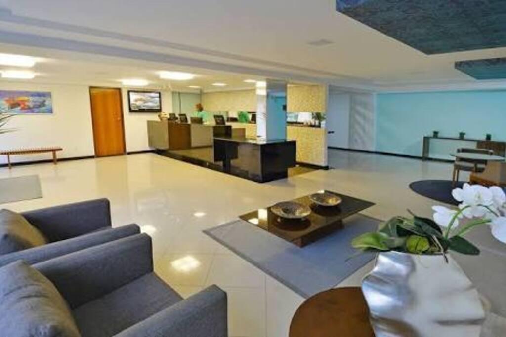 Recepção Hotel climatizada e conveniência.