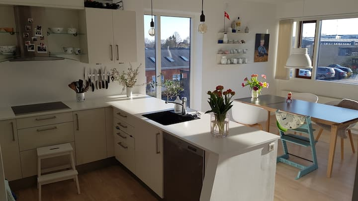 Bright, spacious apartment close to Aarhus C