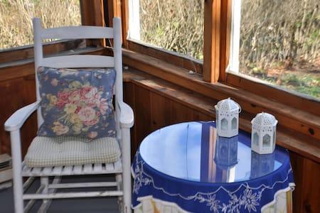 Indigo Cottage - in the heart of Mystic - Stonington - House