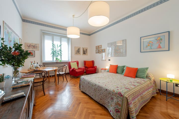 Bright and warm top floor in Brera