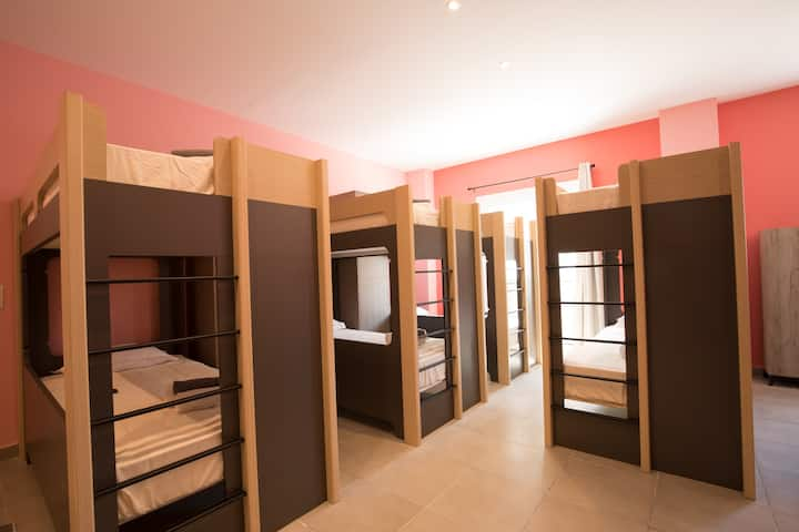 "Local Hostel & Suites ""Bed in 8 Female Dorm"" W1"