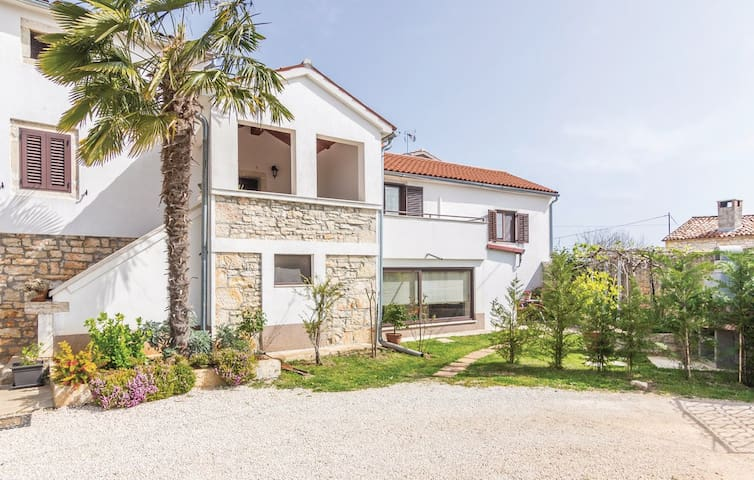 Cozy apartment with eco garden near Poreč