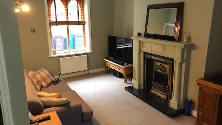 2 Bed House in the Heart of Uppermill.
