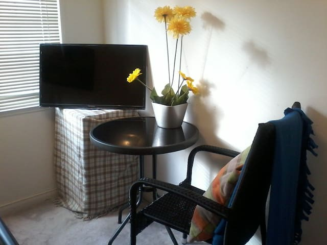 Room available in quiet home. Near to 401 and Go