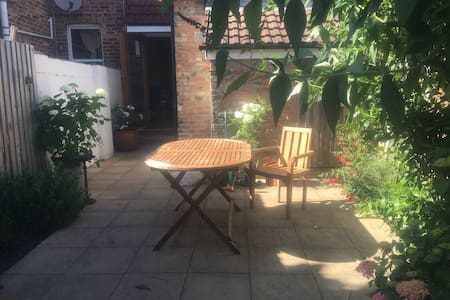 Poole Bournemouth two double bed home