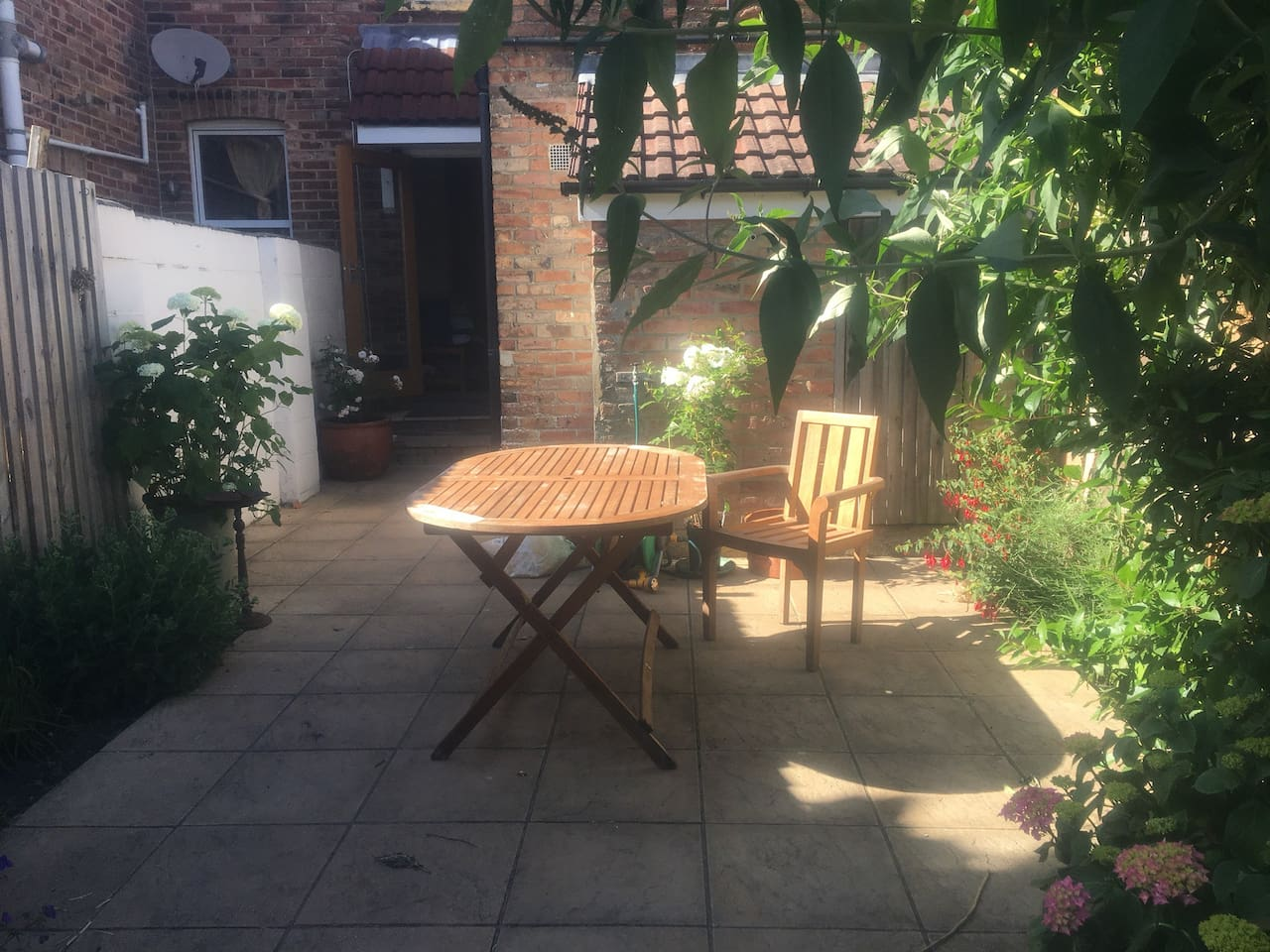 Back garden seating area (there are more chairs!)