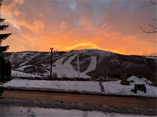 First floor unit in Powder Pointe Condos on the corner of 15th & Woodside Ave.  Five-minute walk to the Park City Mountain Resort ski lifts and off-street parking for vehicles.