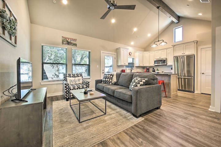 The Relaxing Hill Cabin Condo Nestled in the Wine Country!