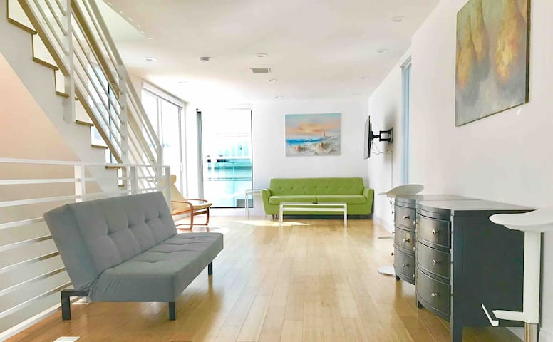15 GUESTS LUXURIOUS SOUTH BEACH SUITE WITH ROOFTOP