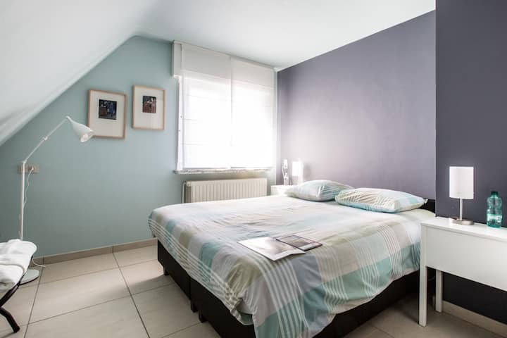 Spacious, cosy guestroom, breakfast included !!!