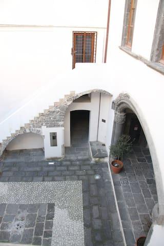 ARCO CATALANO nel centro storico - Salerno - Apartment