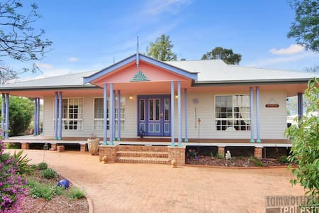 Lovely Family Home in North Tamworth close to CBD. - Oxley Vale - Casa