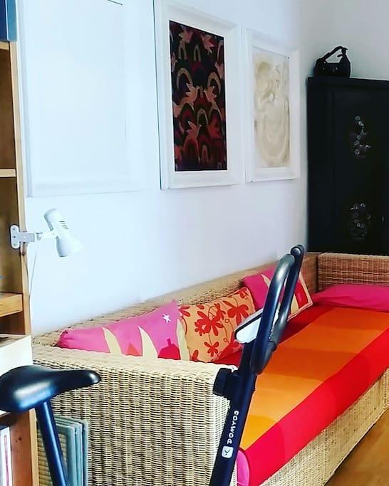 soggiorno con divano letto singolo