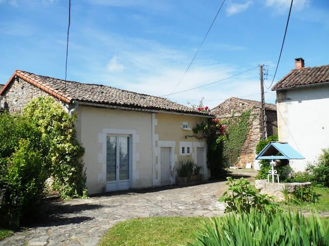 Laurel Cottage at Chataigne, gite & pool for 4