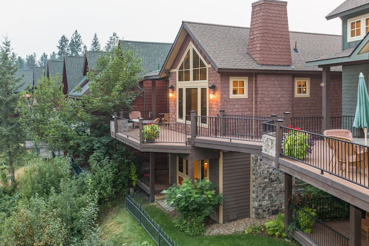 NEW LISTING! Duplex-style townhome on the river w/views, 2 kitchens & fireplaces