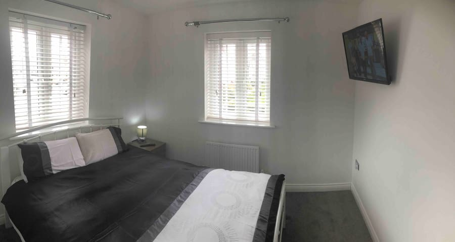 Bright Airy Double Room w/parking (