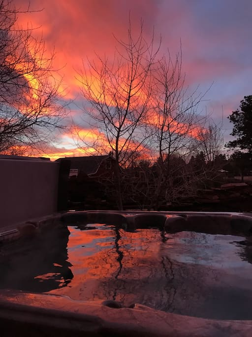 Enjoy a beautiful AZ sunrise in the hot tub!!