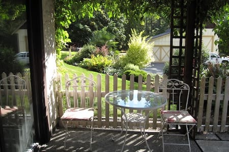 Tranquil garden suite in rural setting