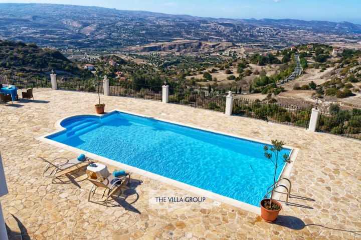 Breathtaking views of the valley and Mediterranean
