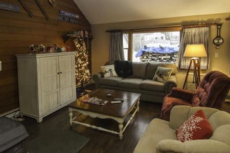 Cozy, Modern White Mt Ski House!