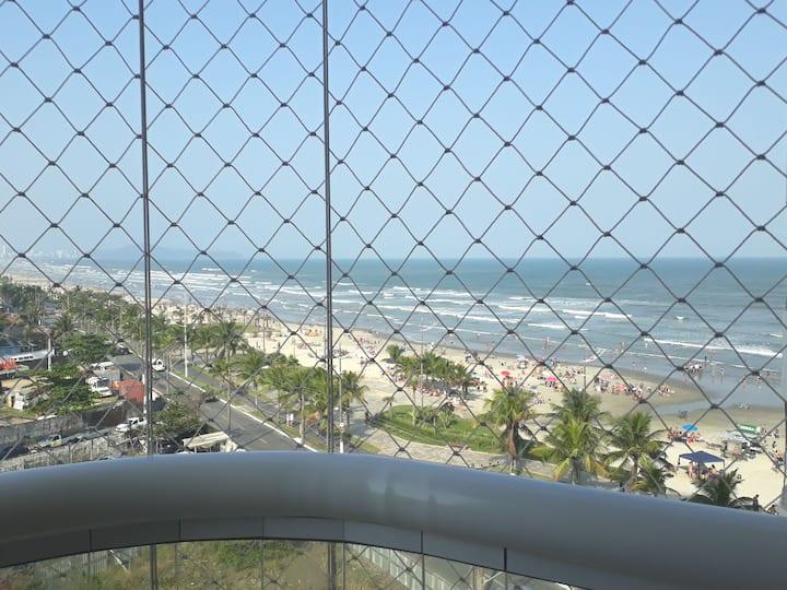 Apartamento com linda vista ao mar, com piscina.