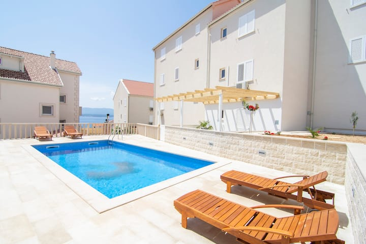 S9 - 2BR apartment with amazing pool and sea view