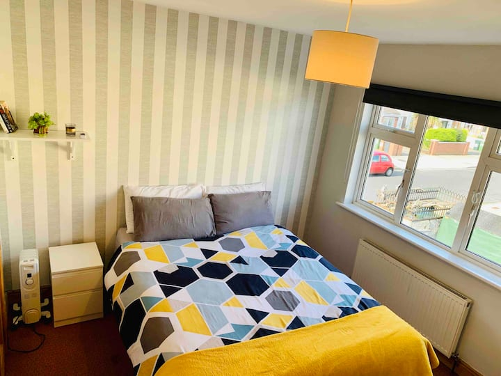 Lovely En-suite in quiet and comfortable house